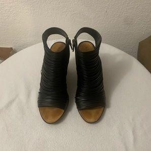 Hinge Turner Peep Toe Wedge Bootie Black Size 9.5